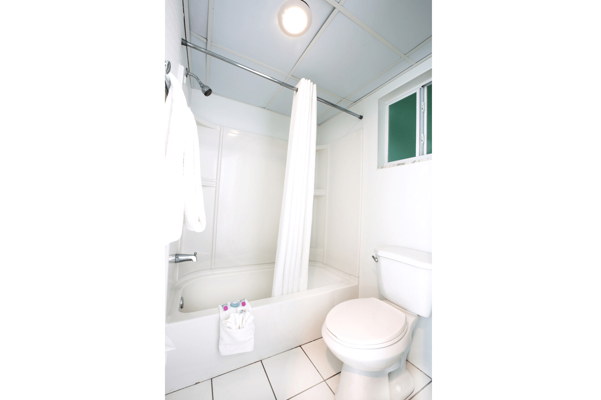 Bacehfront-Standard-Hotel-Bathroom-Fort-Myers-Beach