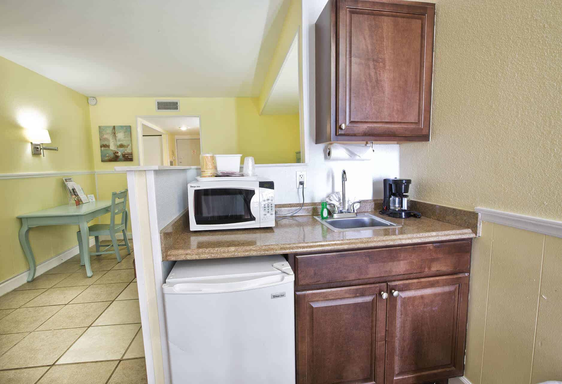 Beachfront Studio with Kitchenette on Fort Myers Beach family friendly