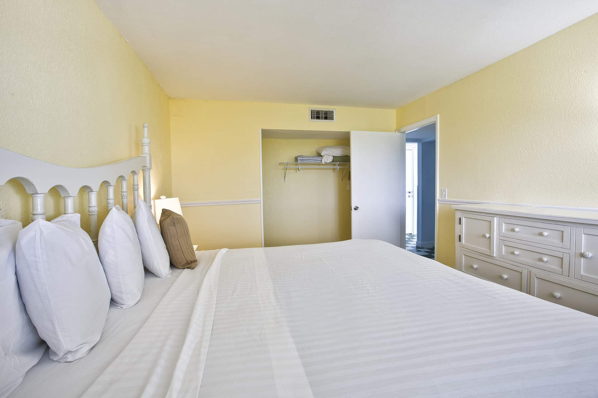 King Bed One Bedroom Suite Fort Myers Beach Florida Lani Kai