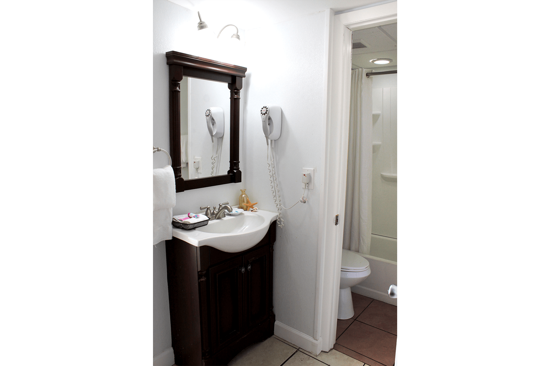 Fort Myers Beach Hotel Deluxe Suite Bathroom