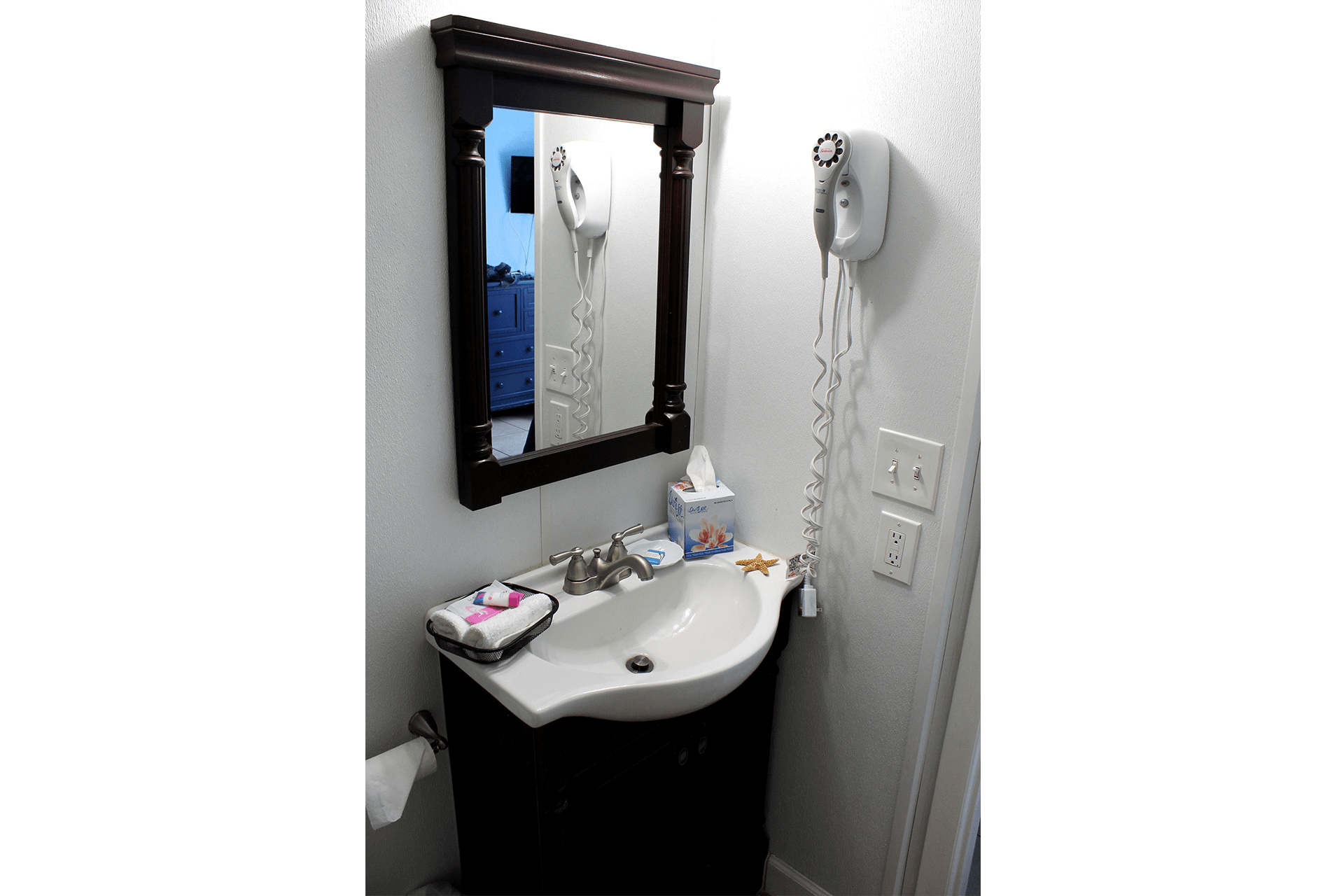 Fort Myers Beach Hotel Standard Bathroom 2