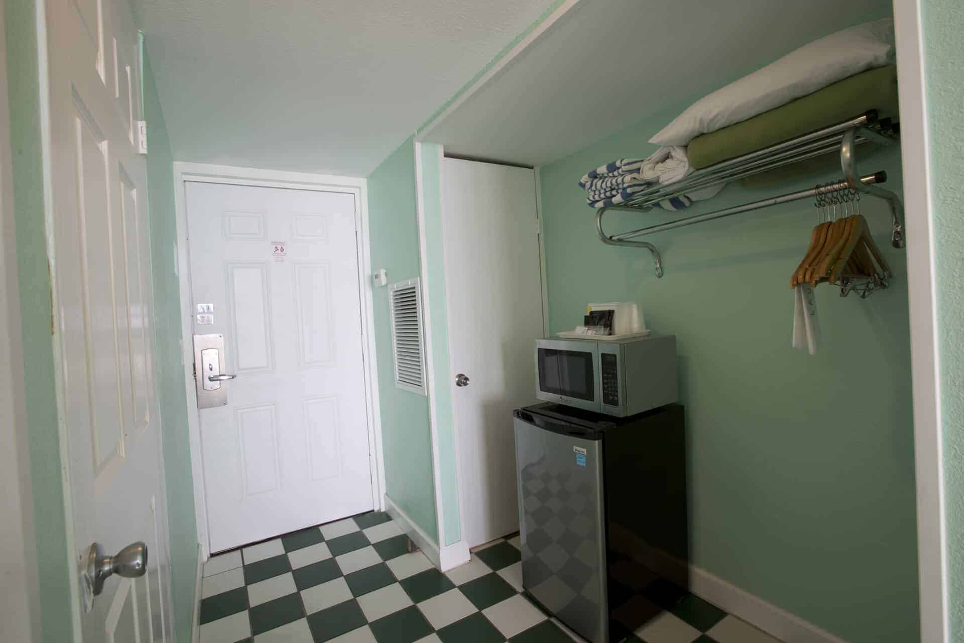 Standard Beachfront Entrance | Rooms Available | Fort Myers Beach